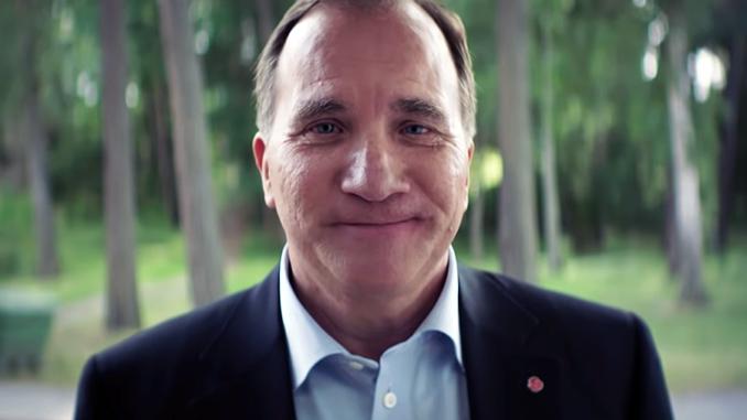 Stefan Löfven köper varmkorv i Socialdemokraternas valfilm 2018. Källa: Socialdemokraterna